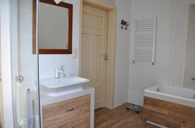 Двери для туалета и ванной комнаты: Особенности